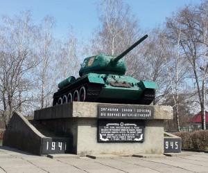 Танк Т-34 - пам'ятка смт. Березань