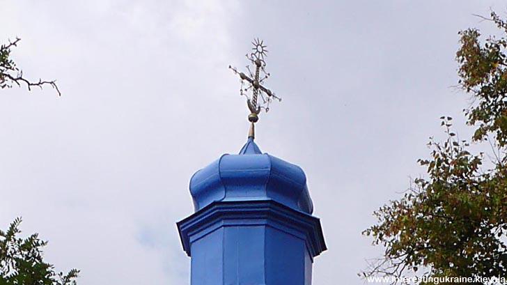 Цікавий козацький хрест на церкві в Сулимівці. В нижній частині - козацька чайка
