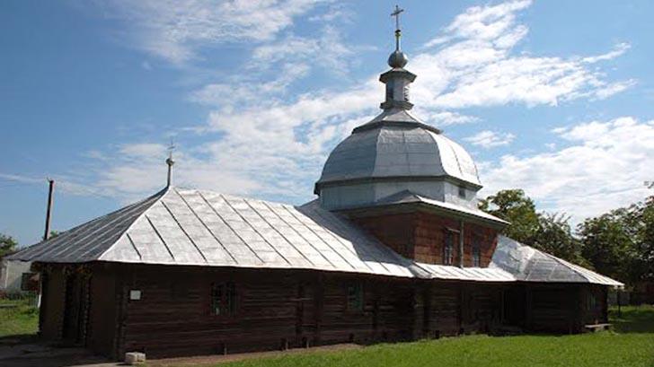 Дерев'яна церква - пам'ятка с. Глиняни Львівської області