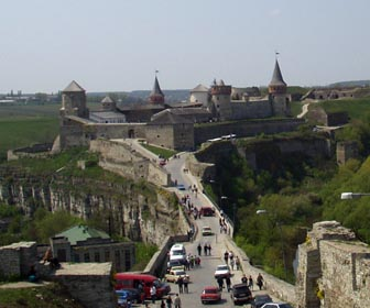 Кам'янець-Подільський - визначна пам'ятка Хмельницькоїобласті, центр району