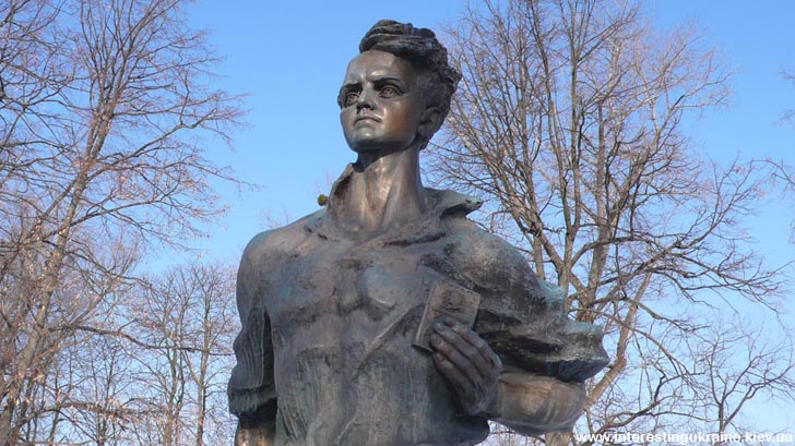 Пам'ятник Олегу Кошовому у Прилуках