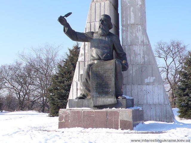 Пам'ятник з текстом першої згадки про Прилуки