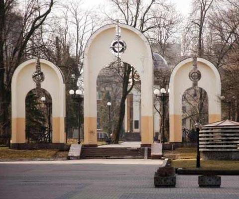 Цікаві місця Івано-Франківська. Меморіальний сквер