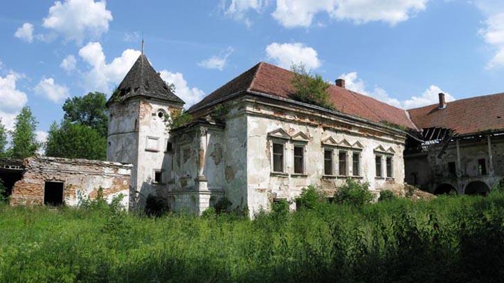 Поморянский замок - достопримечательность пгт Поморяны Золочевского района