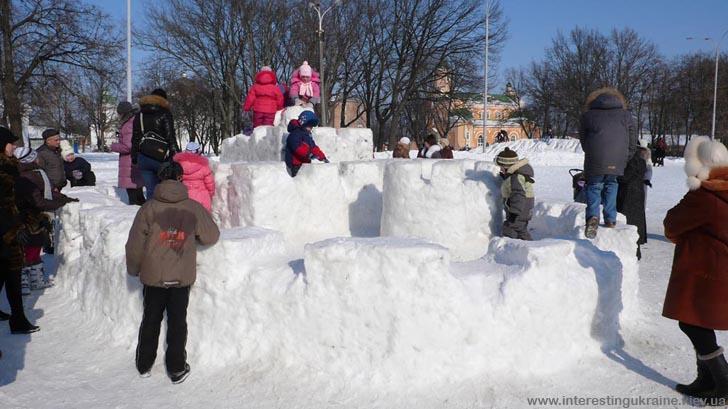 Снігова фортеця у центрі Прилук