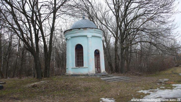 Ротонда - дивом вцілліла частина палацу Розумовських-Рєпніних