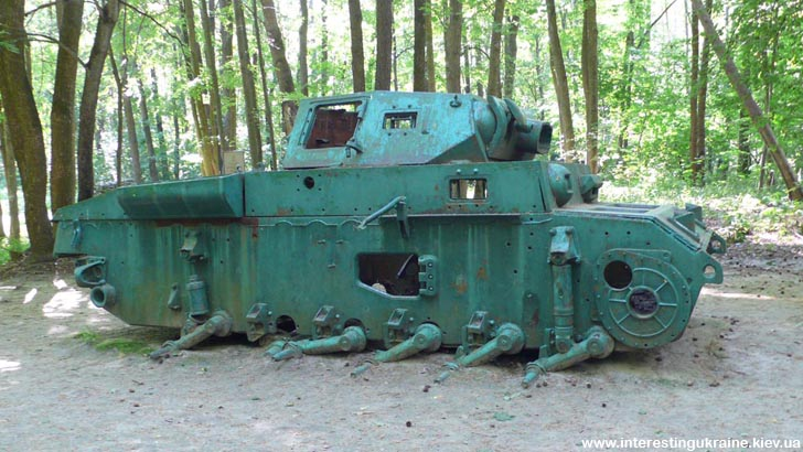 Партизанський трофей. Залишки німецького танка, підбитого партизанами