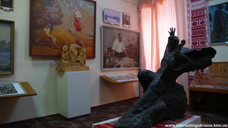 В одному із залів Яготинської картинної галереї