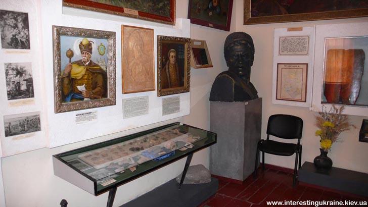 Зал козацтва у Яготинському історичному музеї