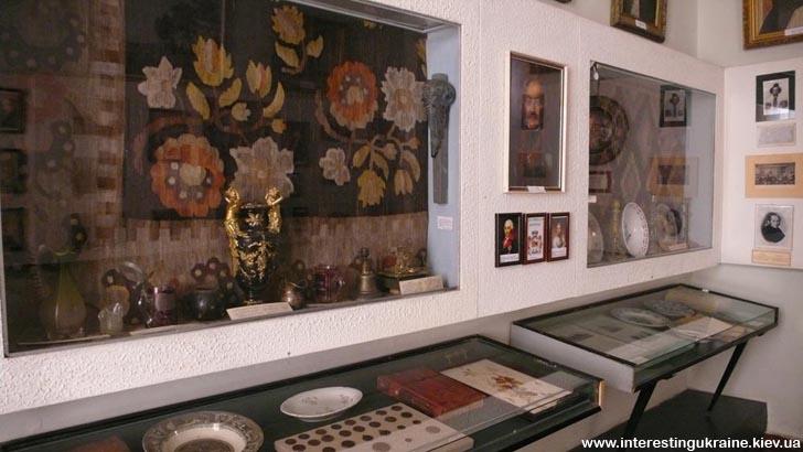 Речі з палацу Розумовських-Рєпніних у Яготинському історичному музеї