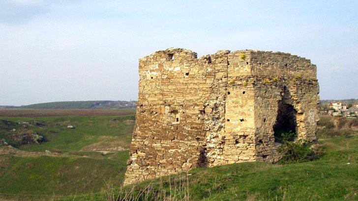 Залишки фортеці - пам'ятка с. Жванець
