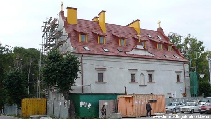Золочівський двір