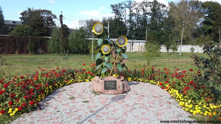 Пам'ятник жертвам голодомору в Книшовому парку