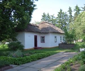 Меморіальний будинок-садиба П. Г. Тичини - пам'ятка в с. Піски
