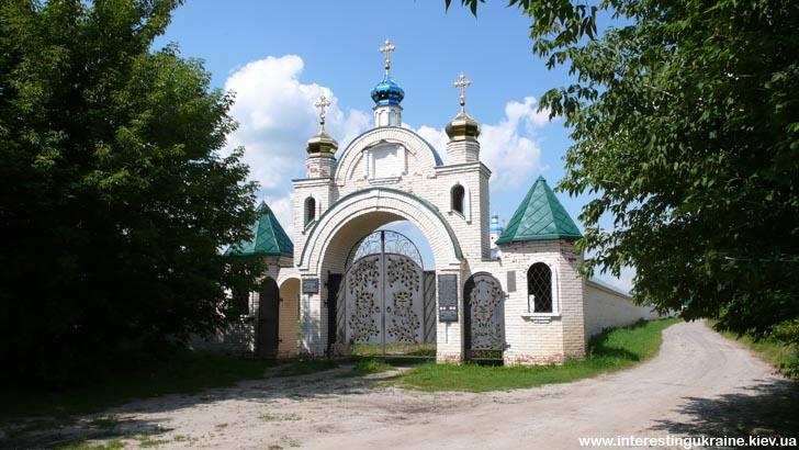 Вхідна брама Свято-Миколаївського Крупицького монастиря