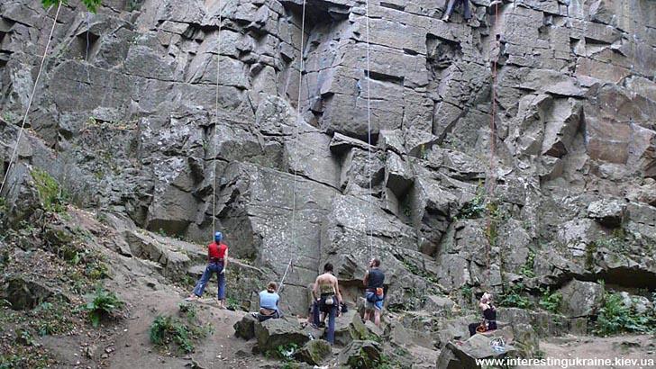 Мальовничі скелі - принада с. Дениші