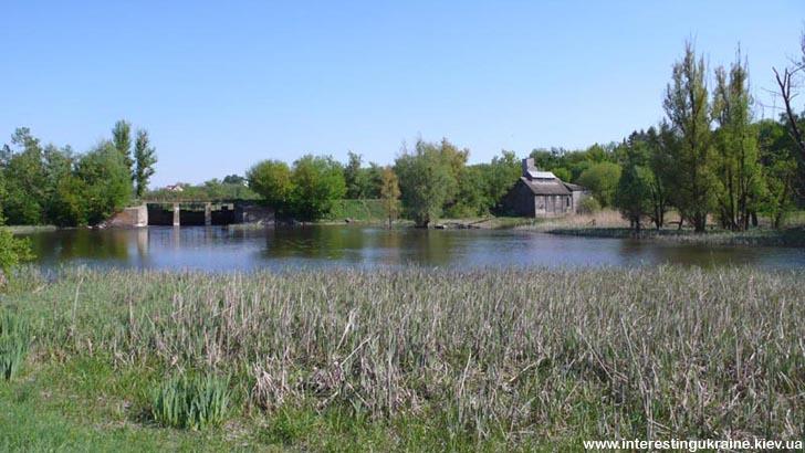Дамба на річці - незвичайне місце в с. Ліщин