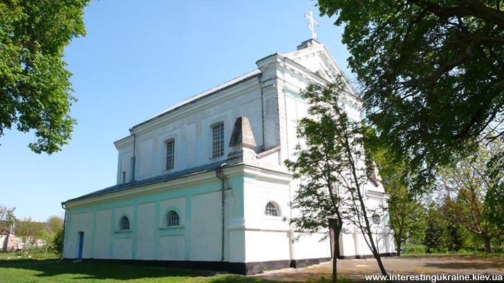 Троїцький костел - пам'ятка с. Ліщин Житомирської області