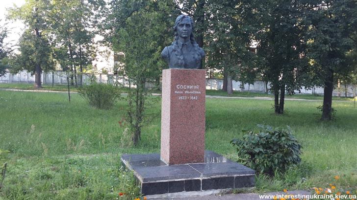 Пам'ятник Ніні Сосніній у м. Малин