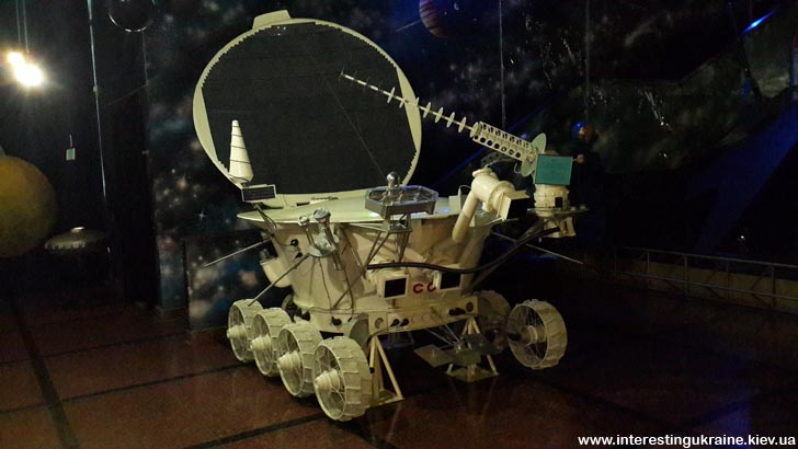 У музеї космонавтики - місяцехід