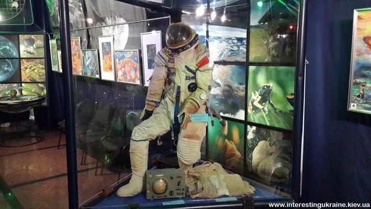У музеї космонавтики - скафандр