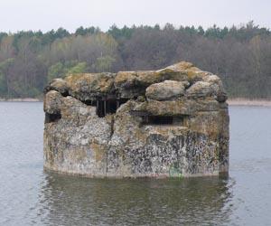 ДОТ посеред озера - пам'ятка Ходосівки