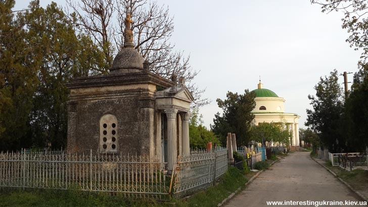 Усипальниця Караманевих і мавзолей Інзова - пам'ятки Болграда