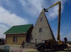 Зараз у піраміді - діюча церква
