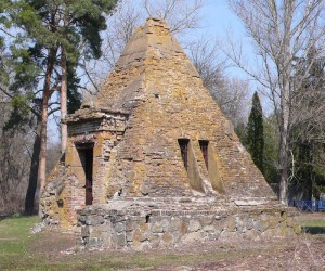 Пам'ятки с. Березова Рудка. Каплиця у вигляді піраміди