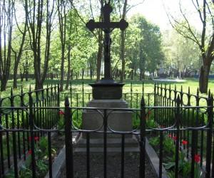 Пам'ятки с. Гоголеве. Могила батьків М. Гоголя