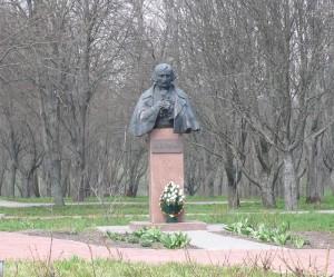 Пам'ятки в с. Гоголеве. Пам'ятник М. В. Гоголю