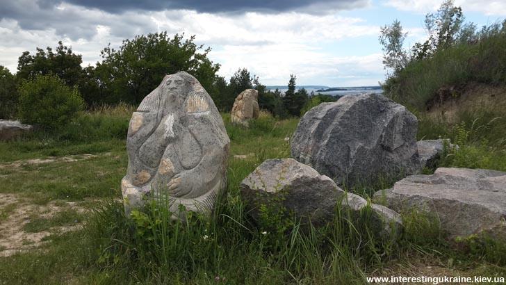 Скульптури на Івано-горі, м. Ржищів